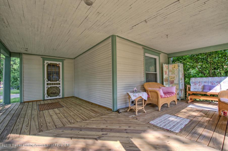 326 W Main St - Covered Porch - 2