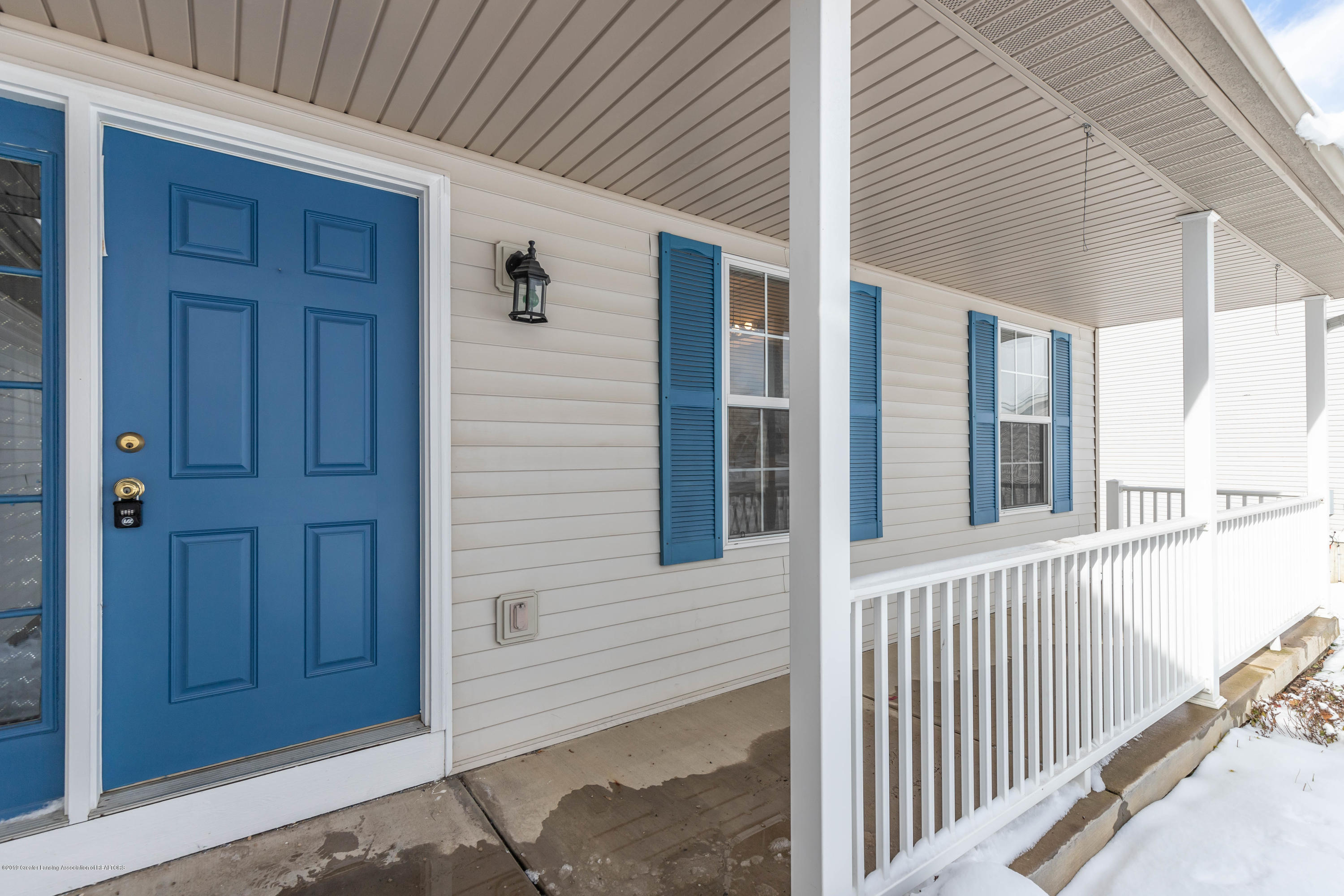 13586 Hunters Crossing - Front Porch - 3