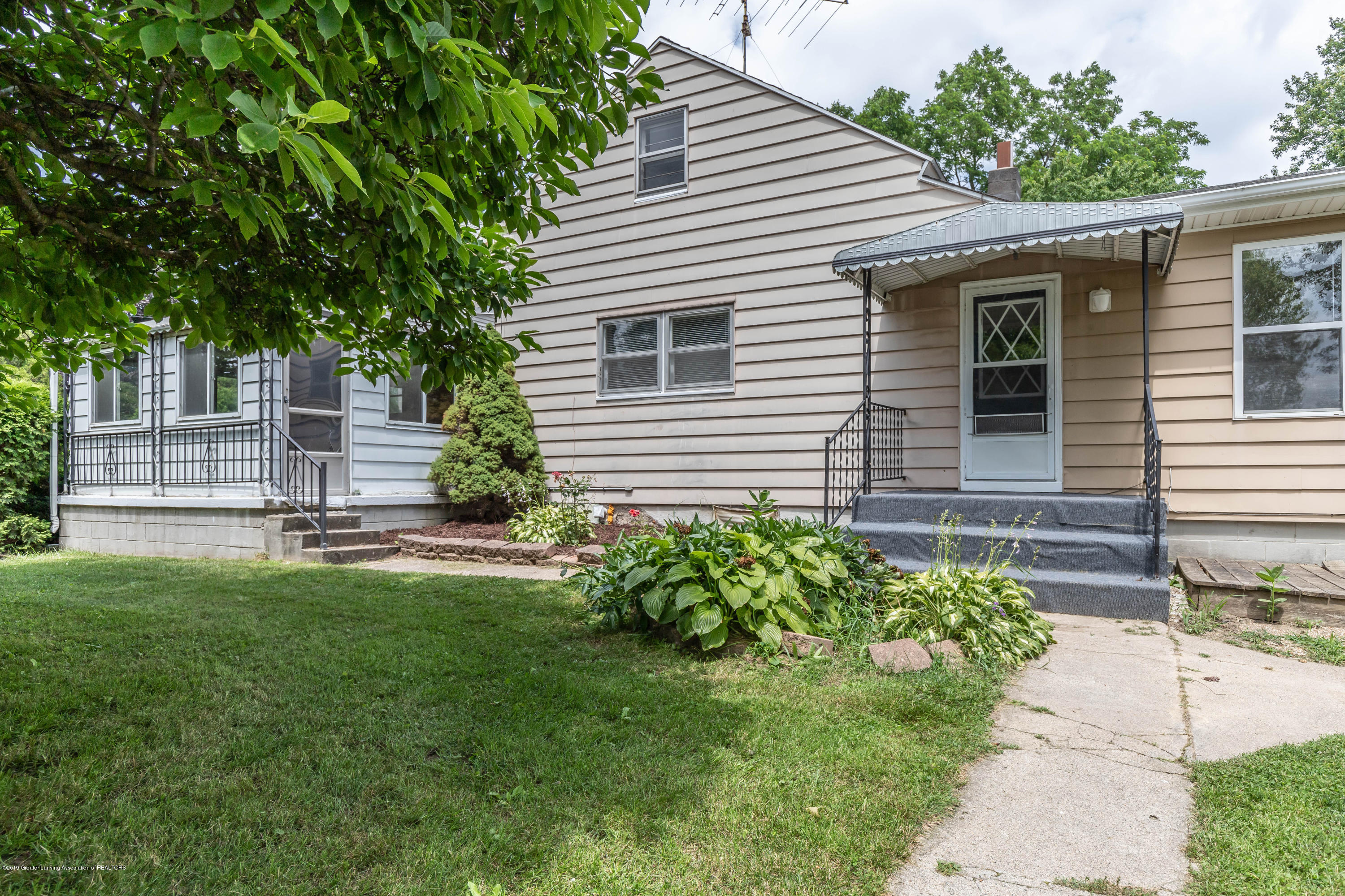 15549 Airport Rd - Front - 4