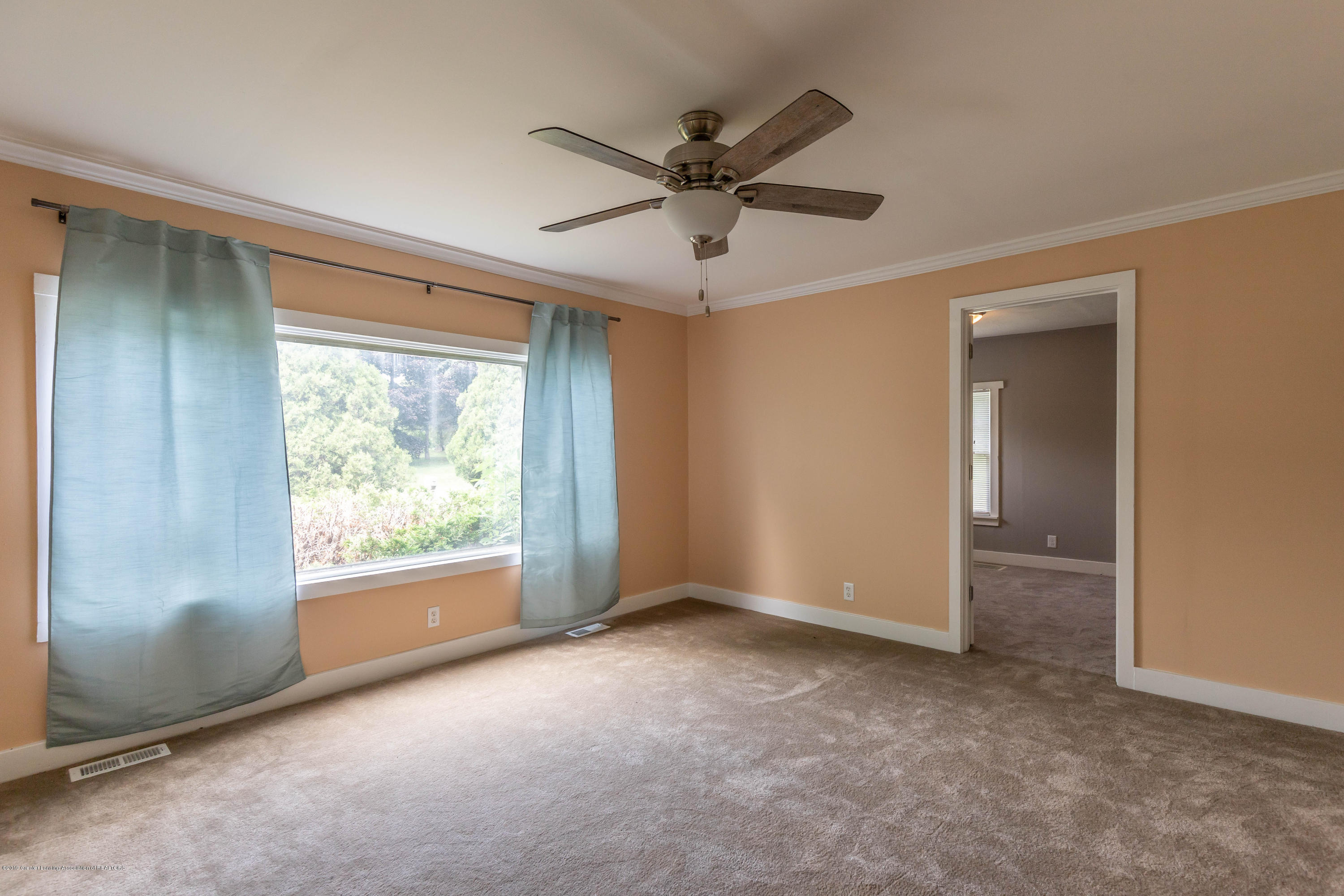 15549 Airport Rd - Living room - 10