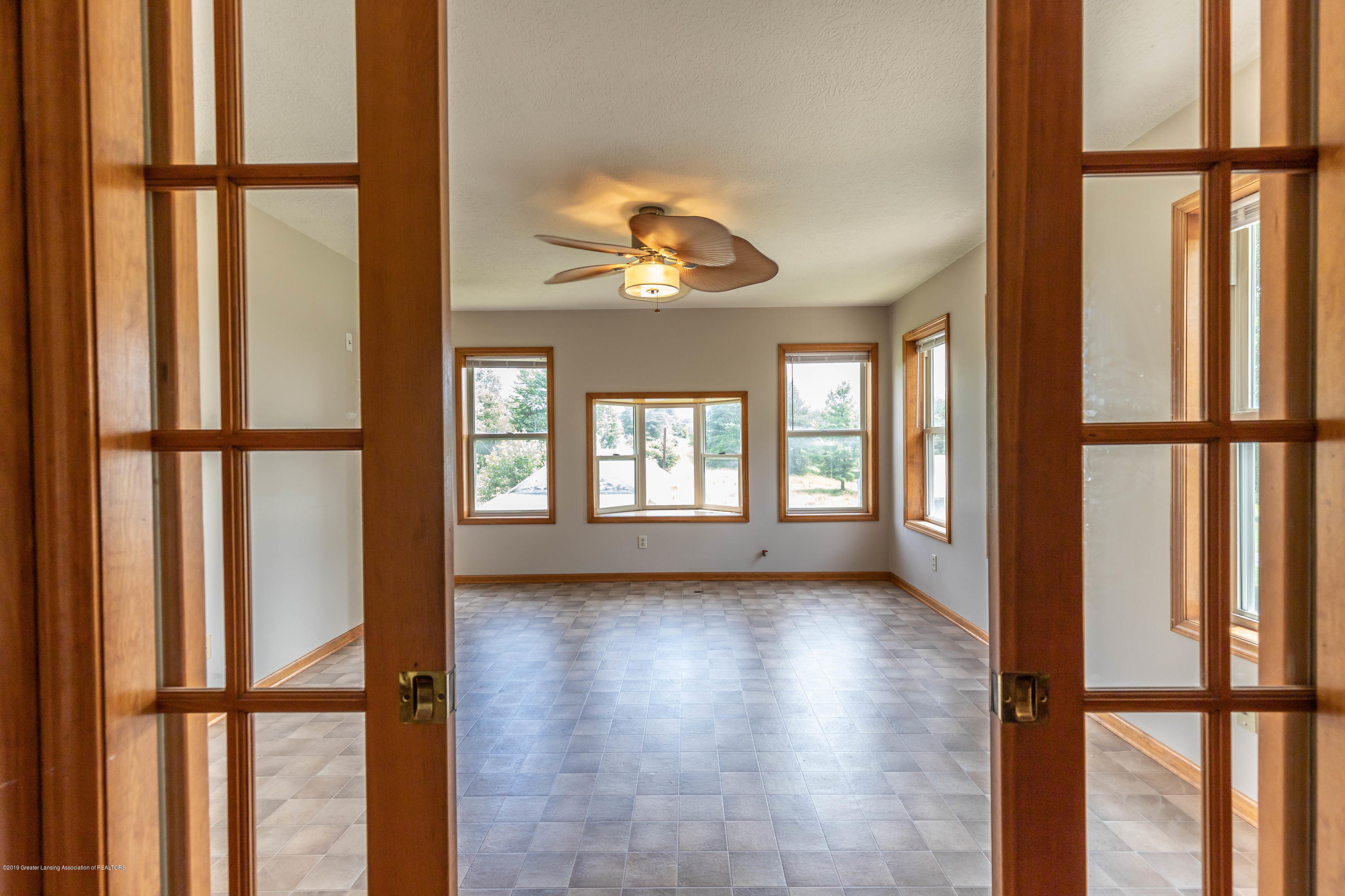 15549 Airport Rd - Living room - 5