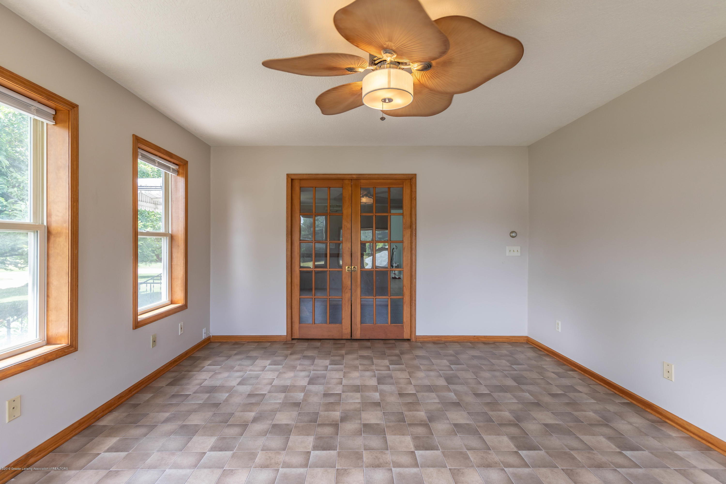 15549 Airport Rd - Living room - 6