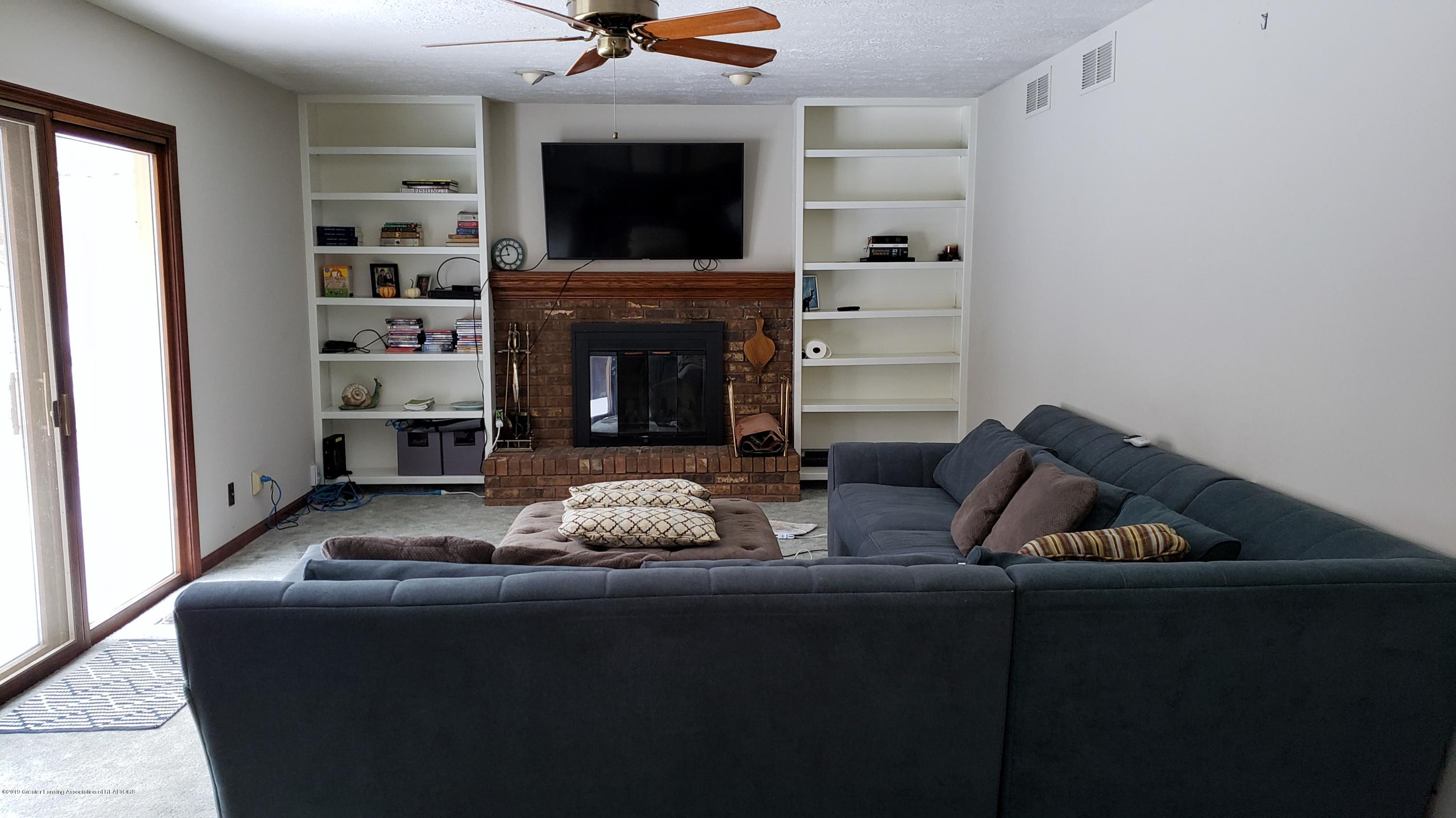 1130 Bonanza Dr - Family Room - 6