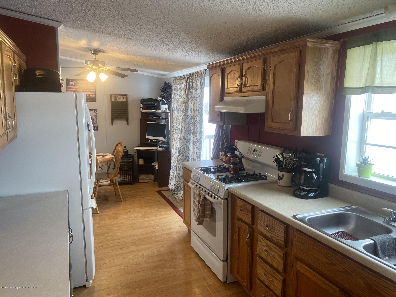 6869 N Welling Rd - KitchenComp - 13