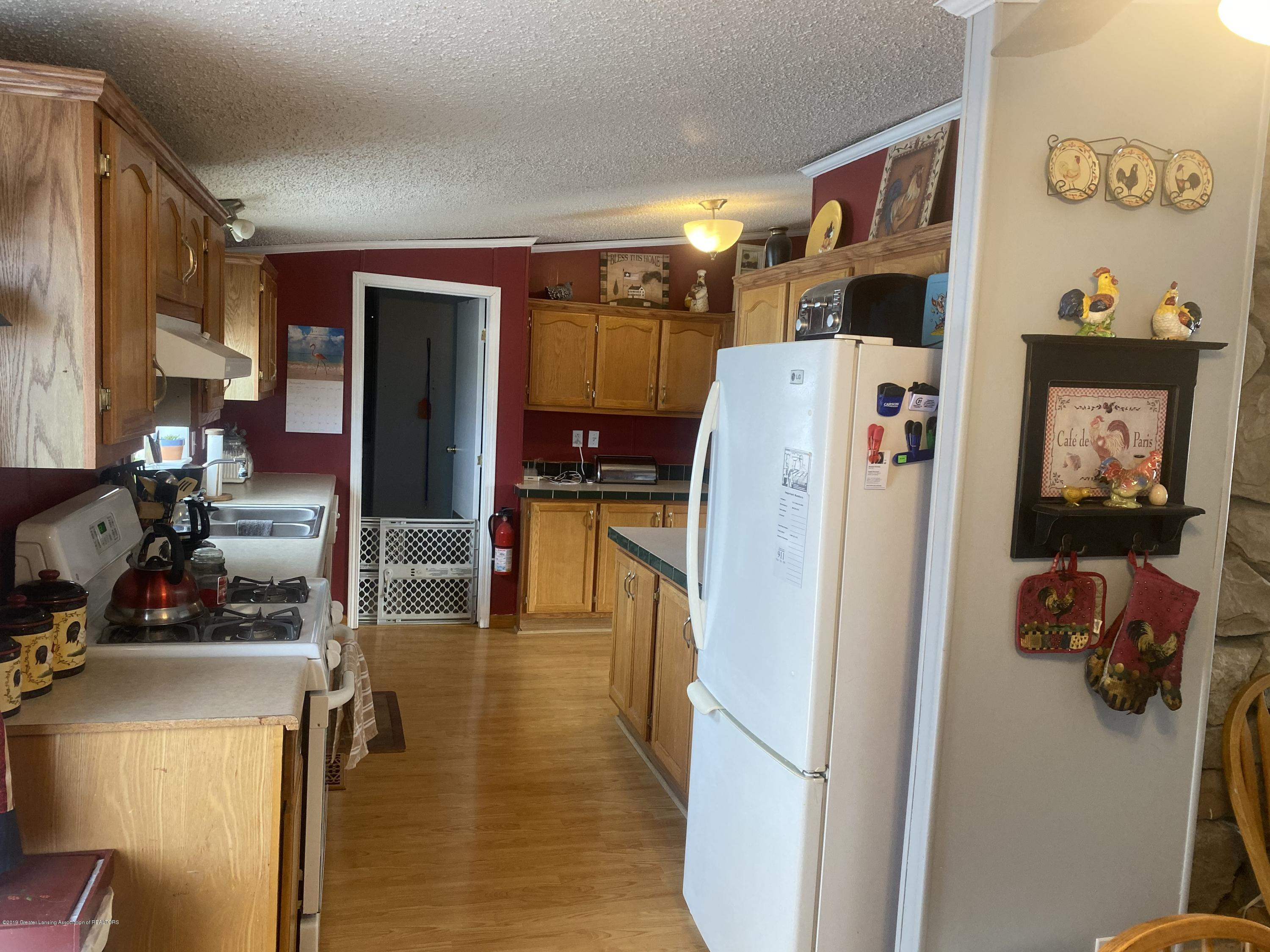 6869 N Welling Rd - KitchenMud - 14