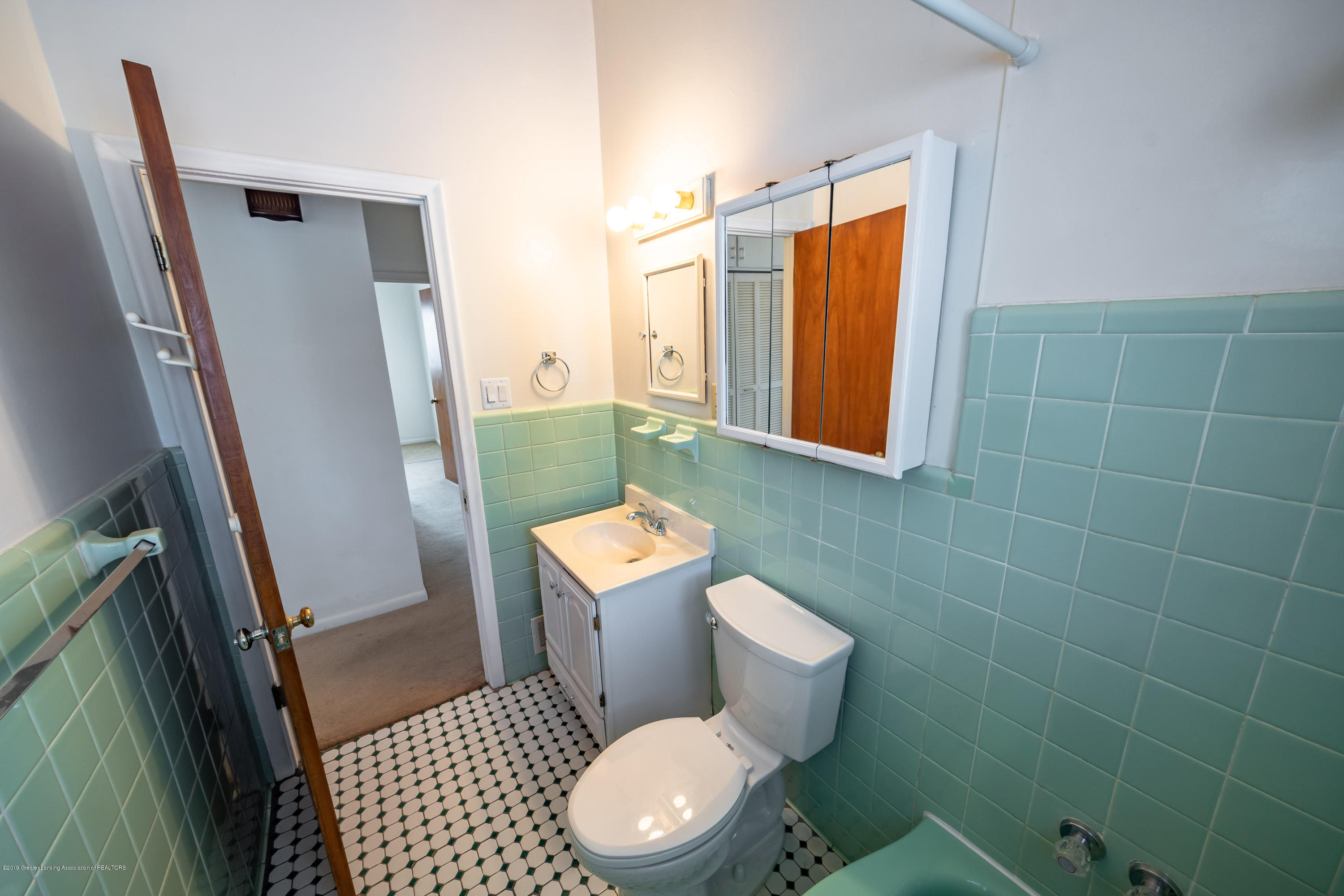 1403 Weber Dr - full bath - 10