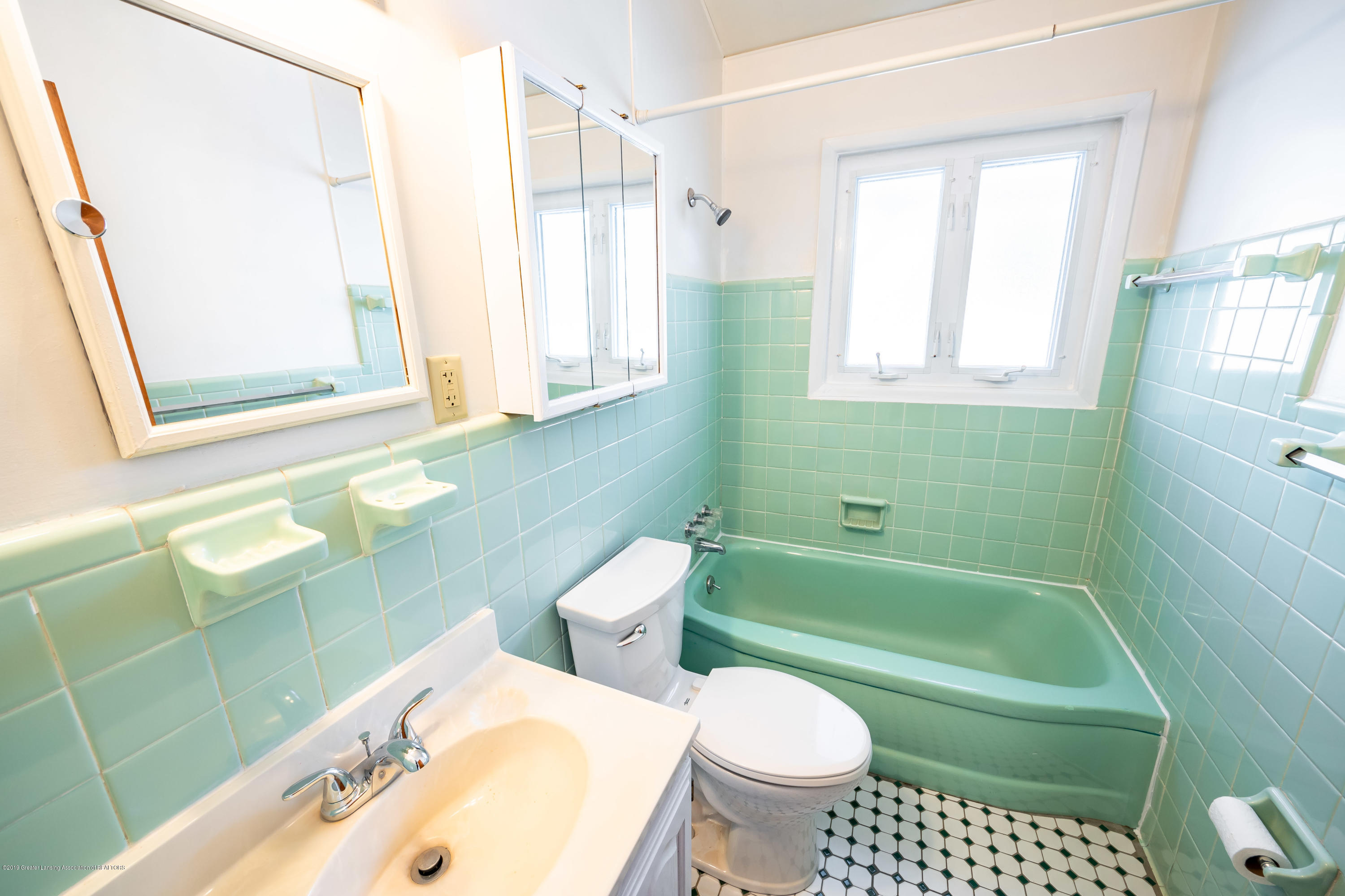 1403 Weber Dr - full bath - 11