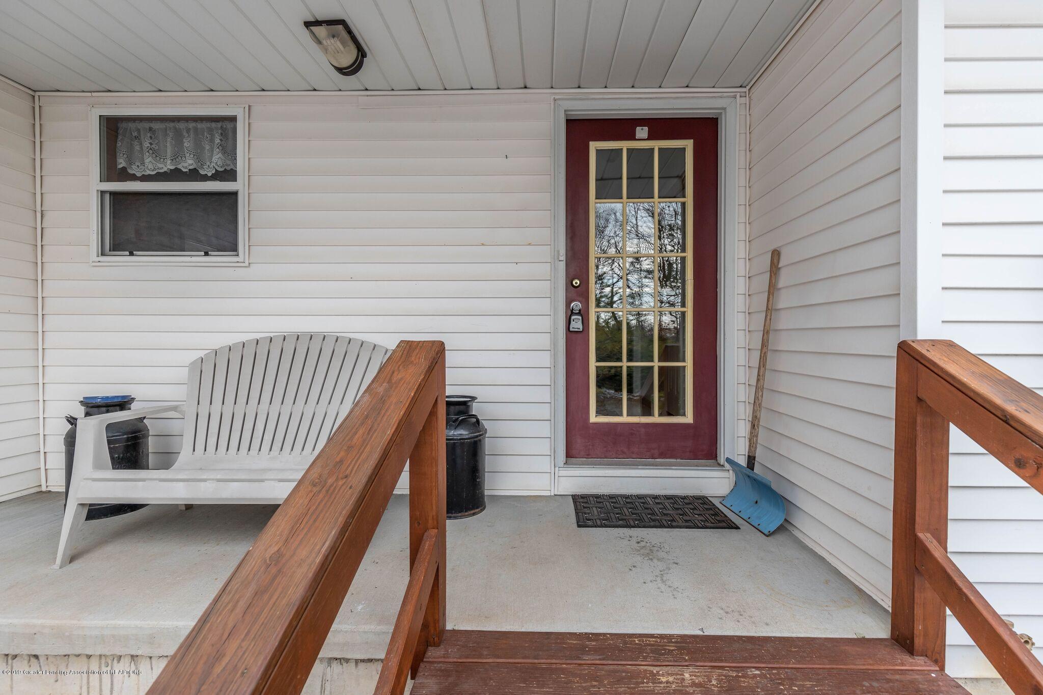 5685 Lansing Rd - Front - 2