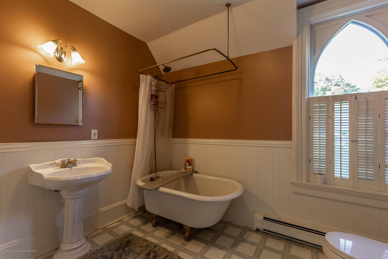 405 W Jefferson St - Bathroom - 33