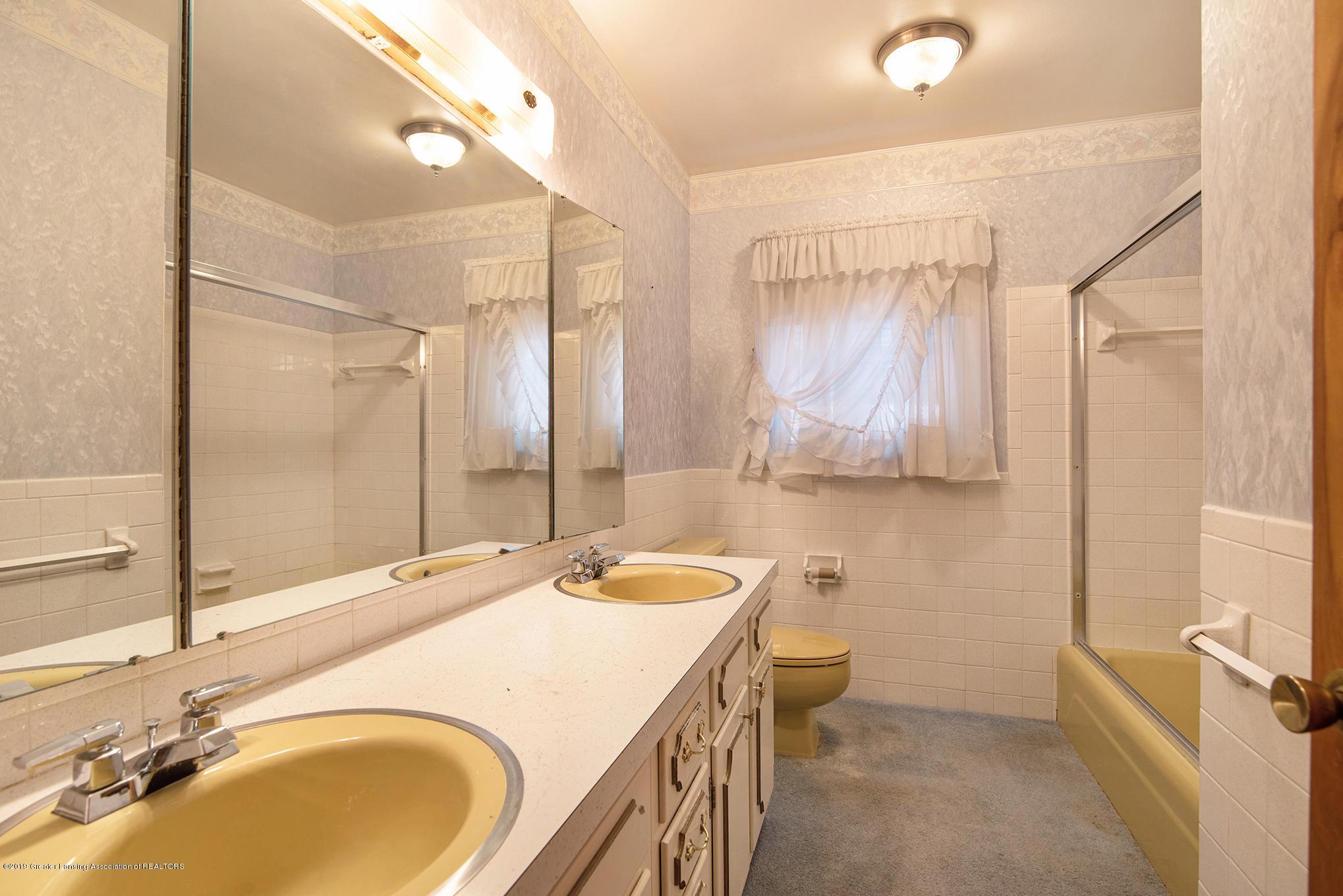 1424 N Homer St - Master Bathroom - 15