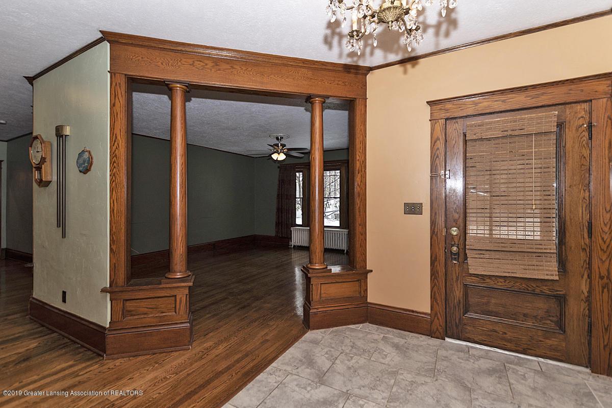 100 S Lansing St - Foyer - 5