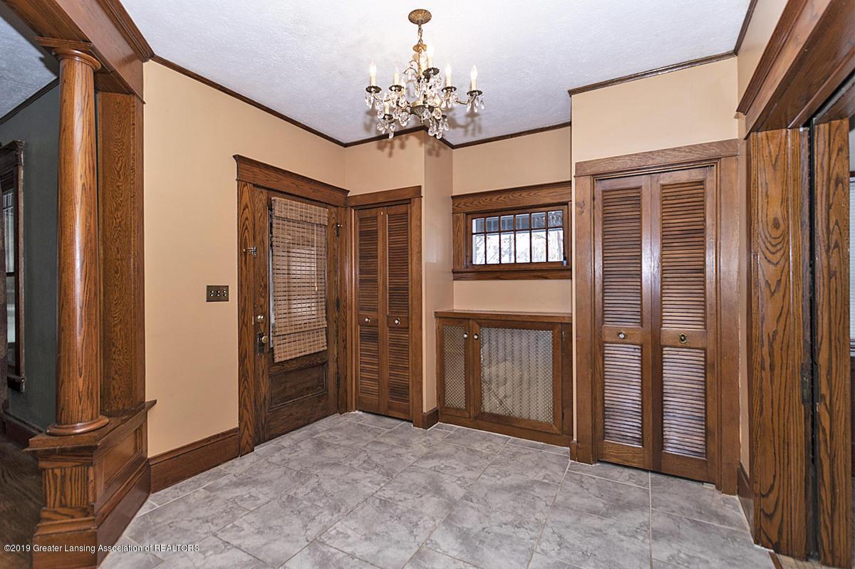 100 S Lansing St - Foyer - 3