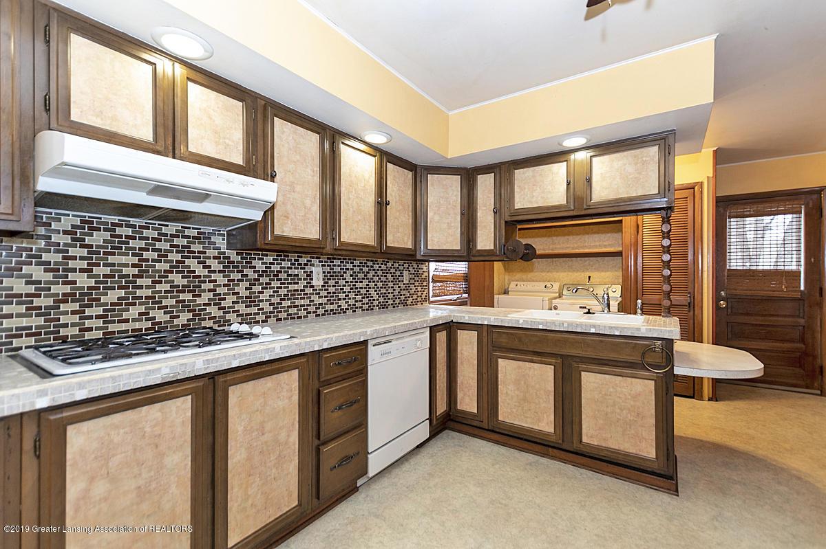 100 S Lansing St - Kitchen - 11