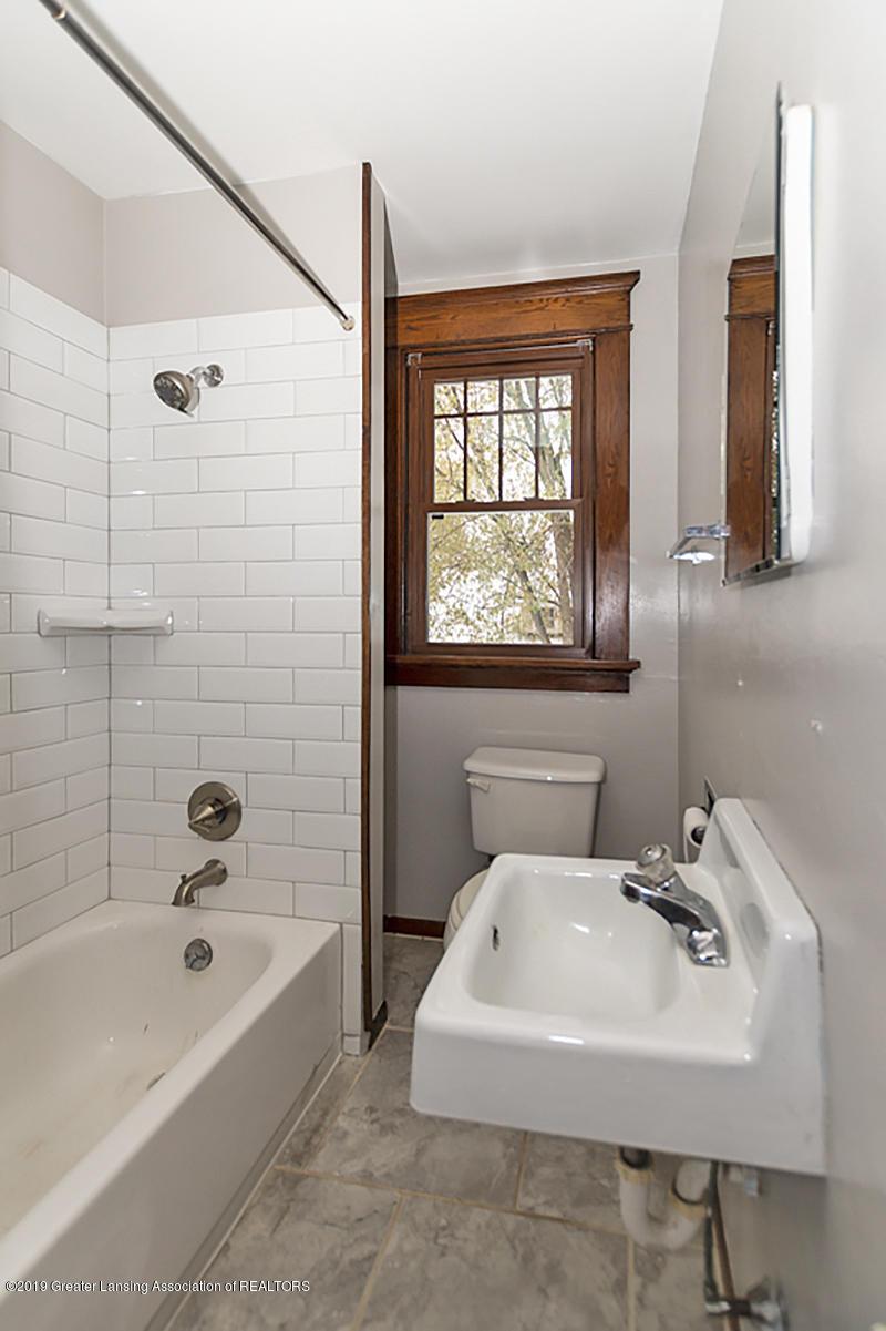 100 S Lansing St - 2nd floor bathroom - 22