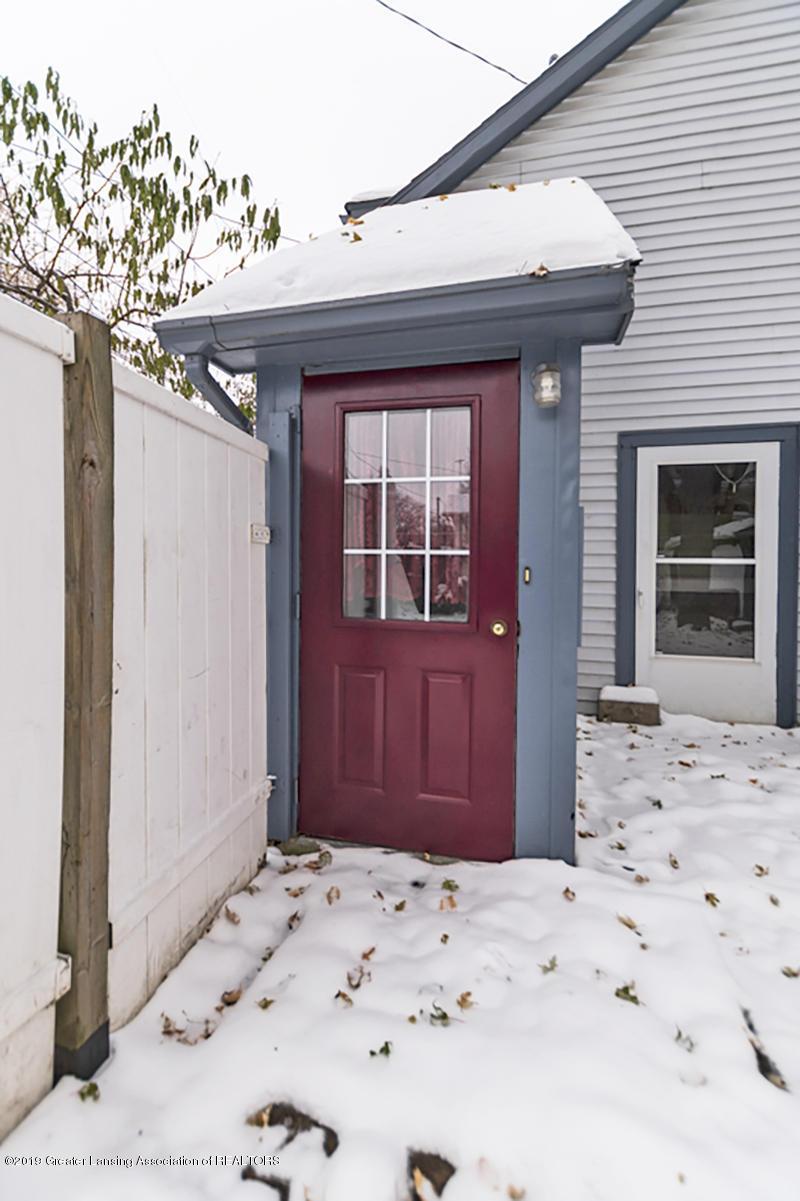 100 S Lansing St - Separate apartment entrance - 27