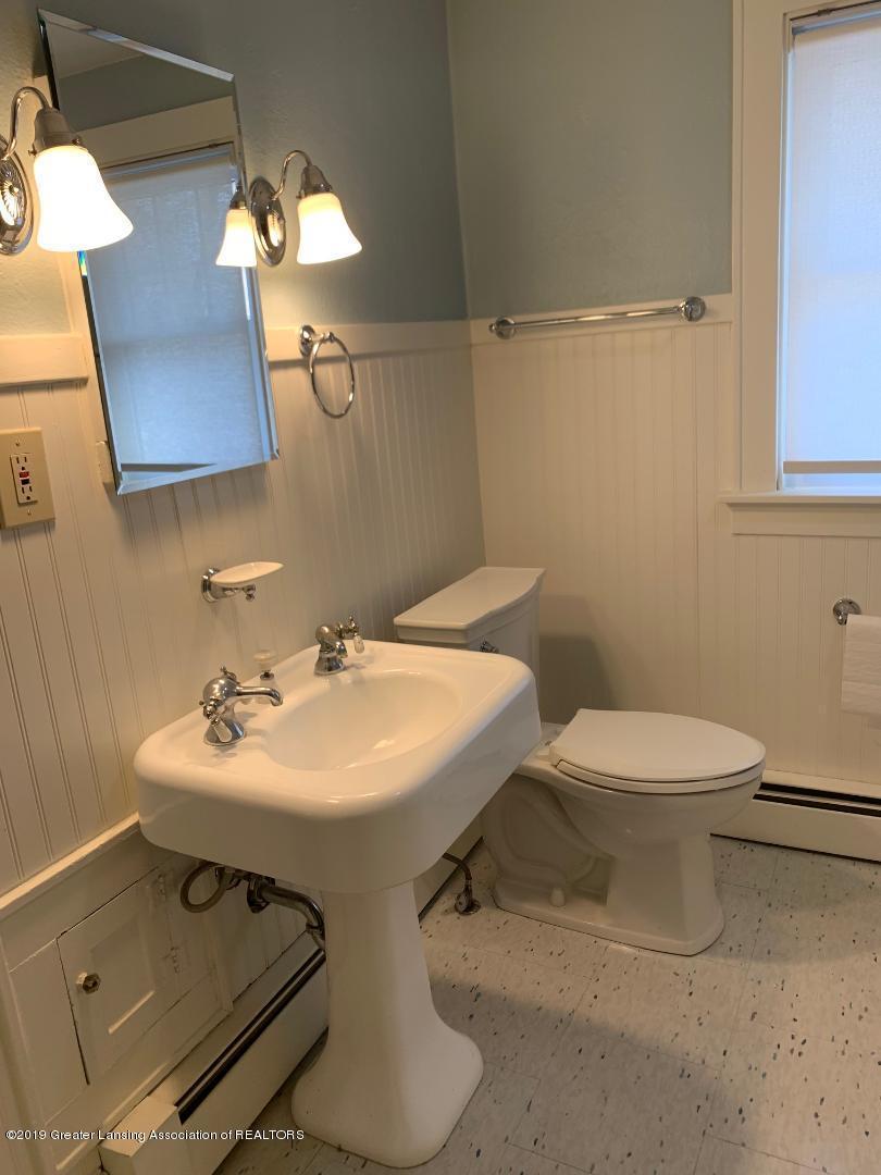 1526 Spencer St - bathroom pic 2 - 15