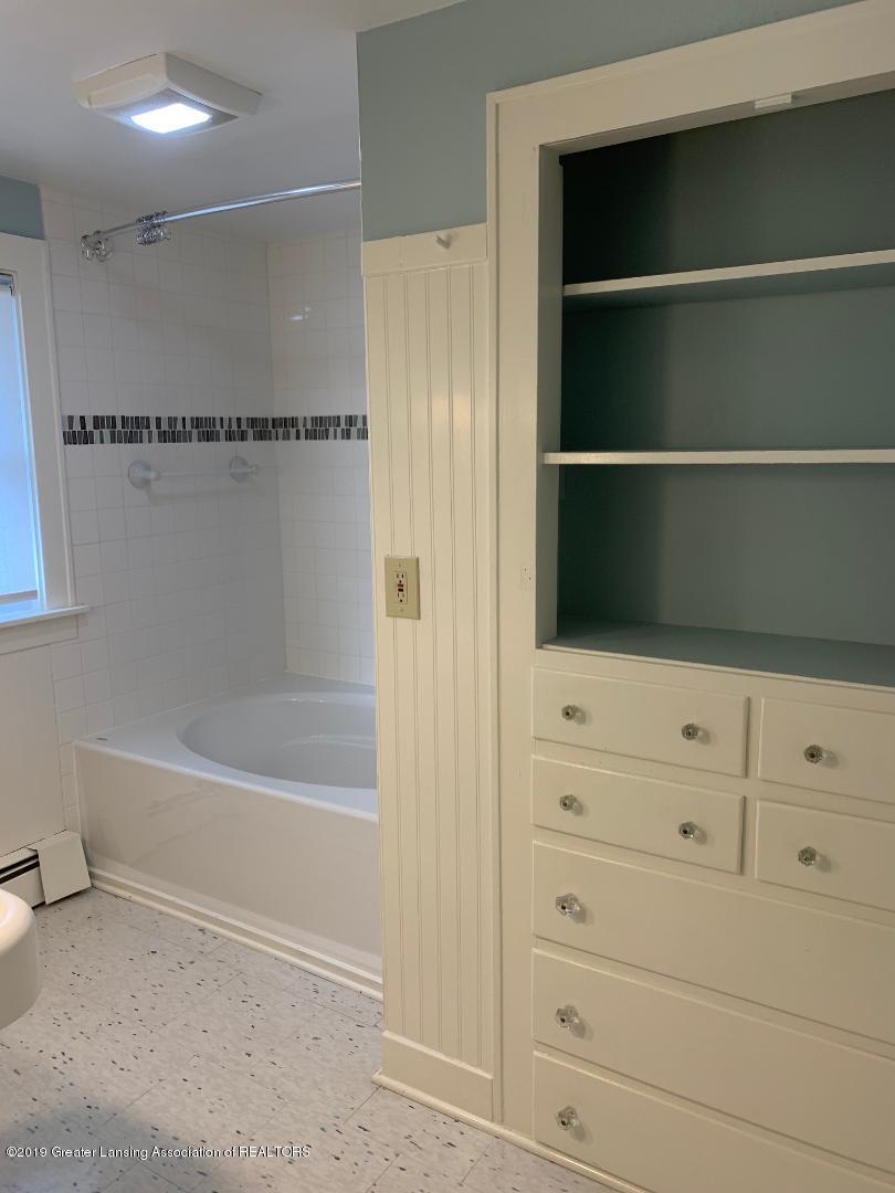 1526 Spencer St - bathroom pic1 - 16