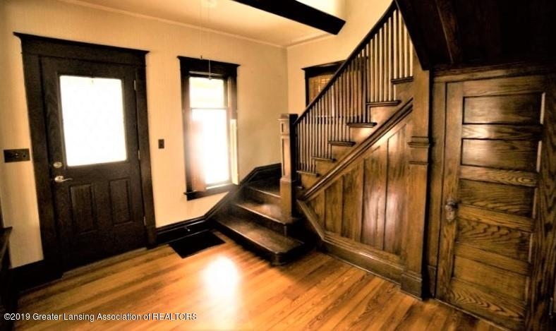 432 Pleasant St - 3 Foyer entry stairs - 3