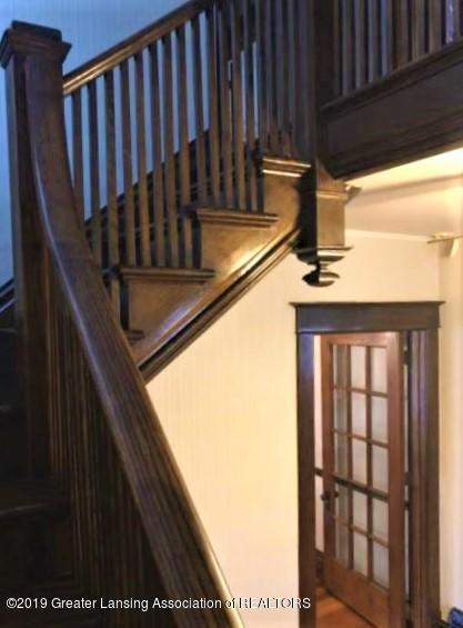 432 Pleasant St - 12 Stairs + door to Dining - 12