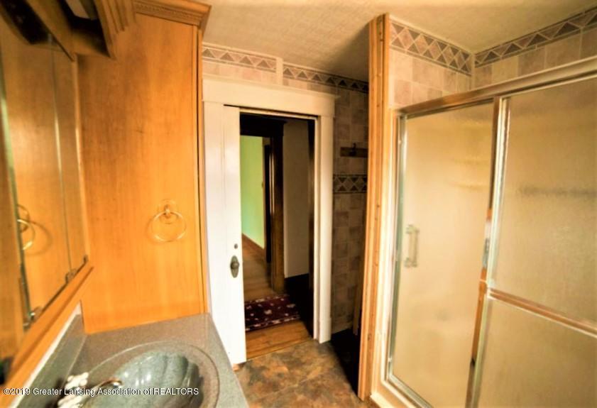 432 Pleasant St - 16 2nd floor shower - 16