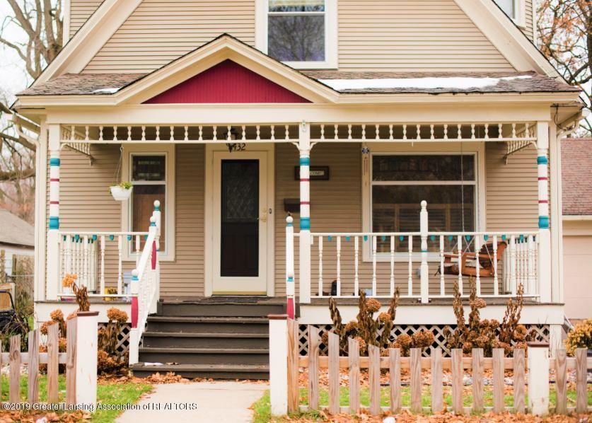 432 Pleasant St - 25 FRONT PORCH - 25