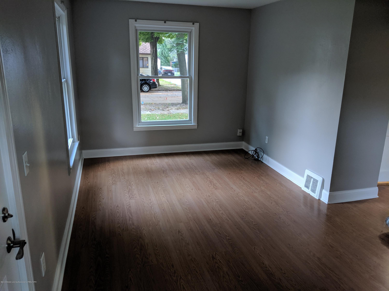 730 Hunter Blvd - Living Room - 6
