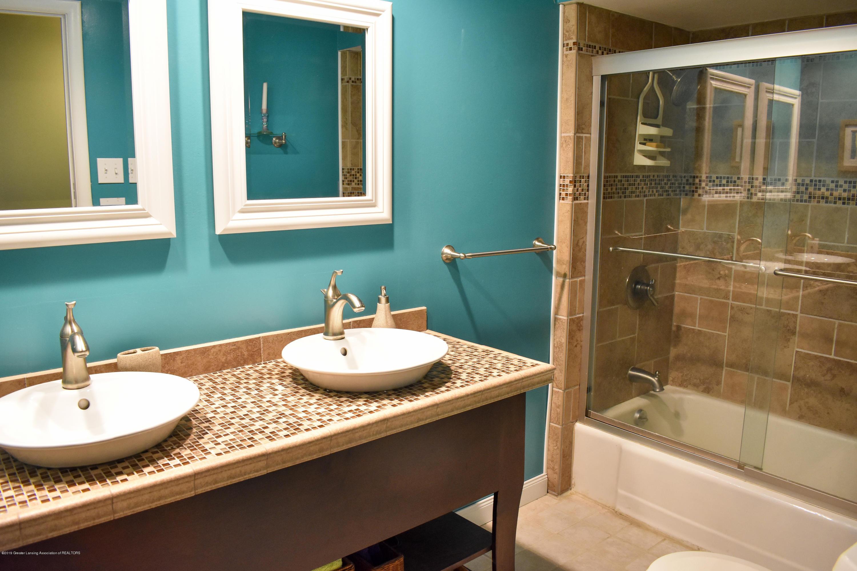 309 Knox Ave - Main full bath - 13