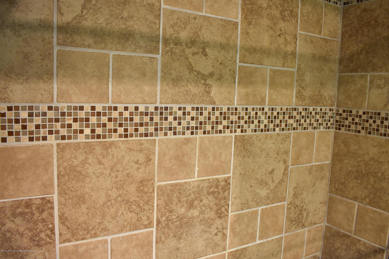 309 Knox Ave - Tiled bath - 14