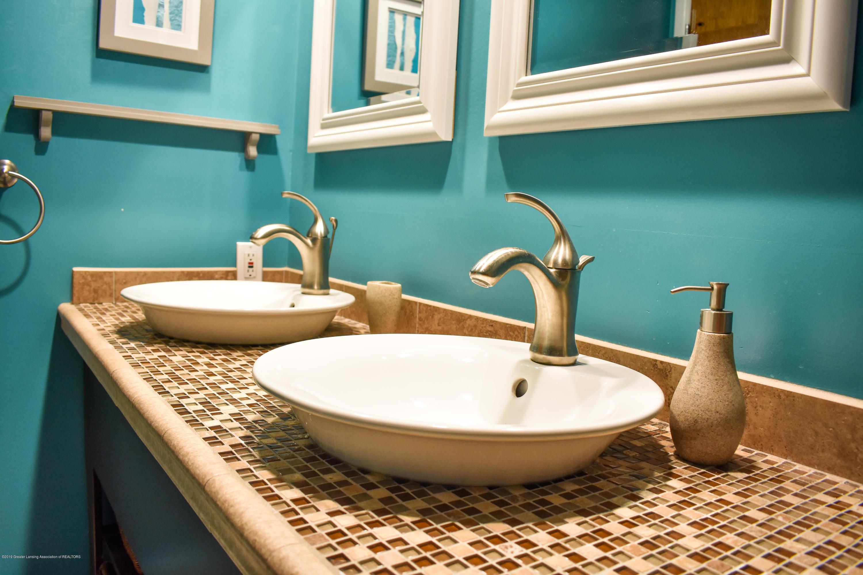 309 Knox Ave - Main full bath - 15
