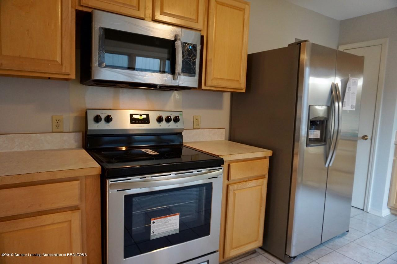 2597 Woodhill Dr - Kitchen Side View - 6