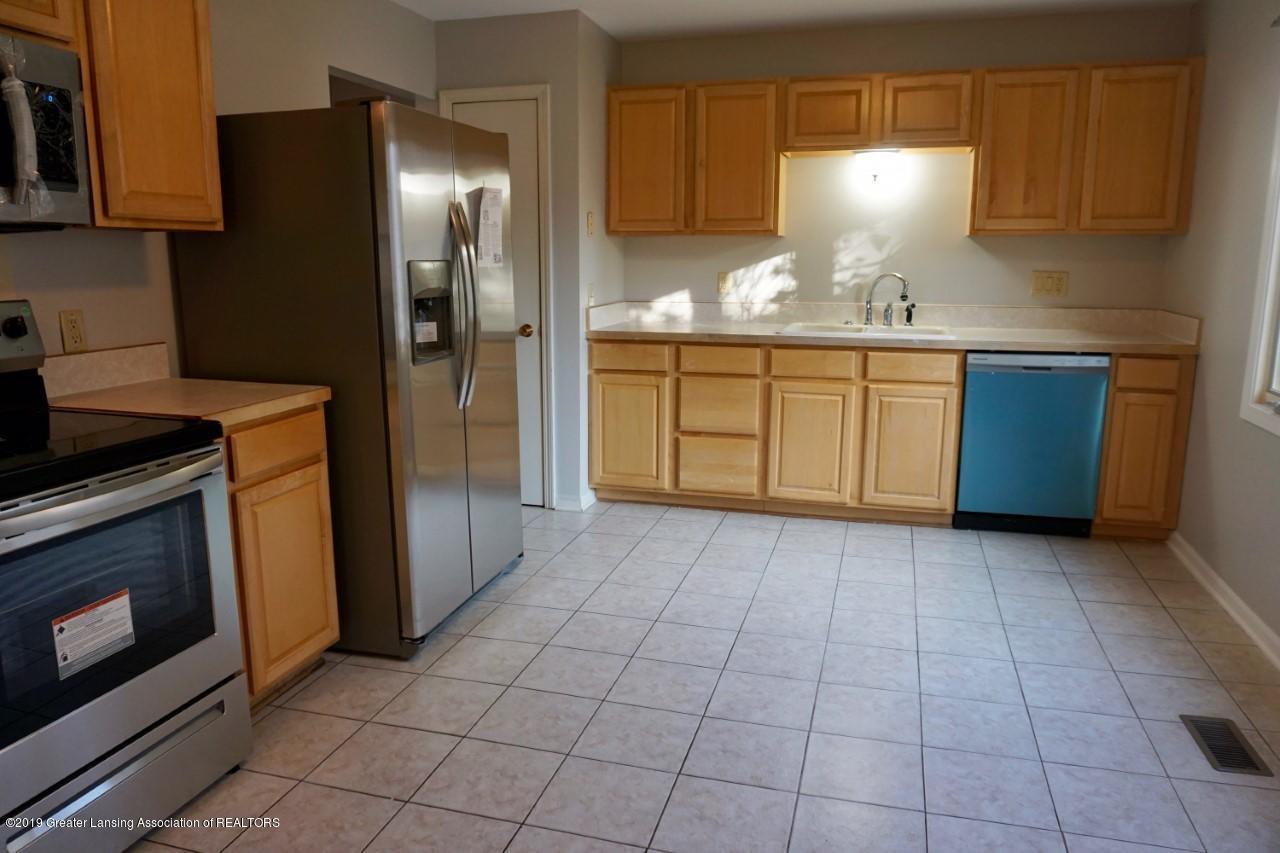 2597 Woodhill Dr - Kitchen - 7