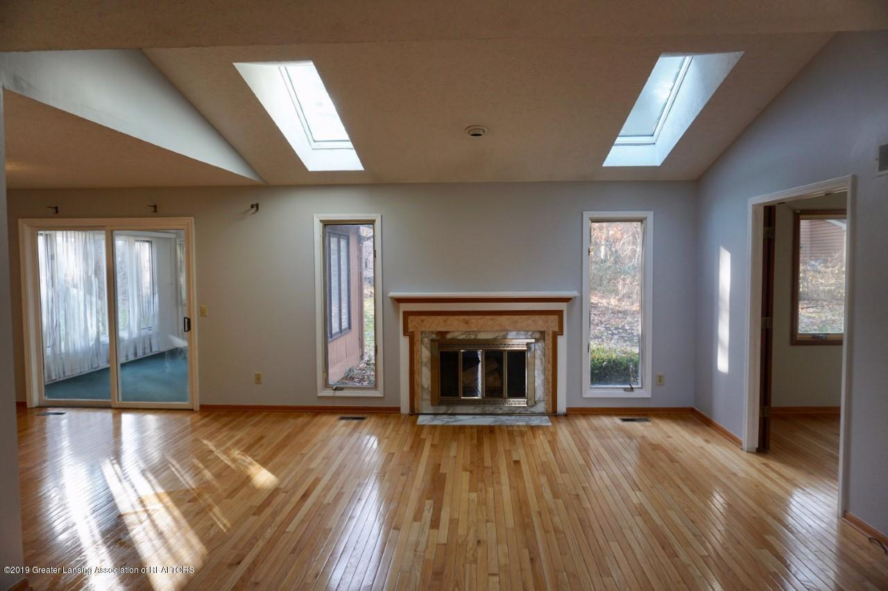 2597 Woodhill Dr - Living Room - 2