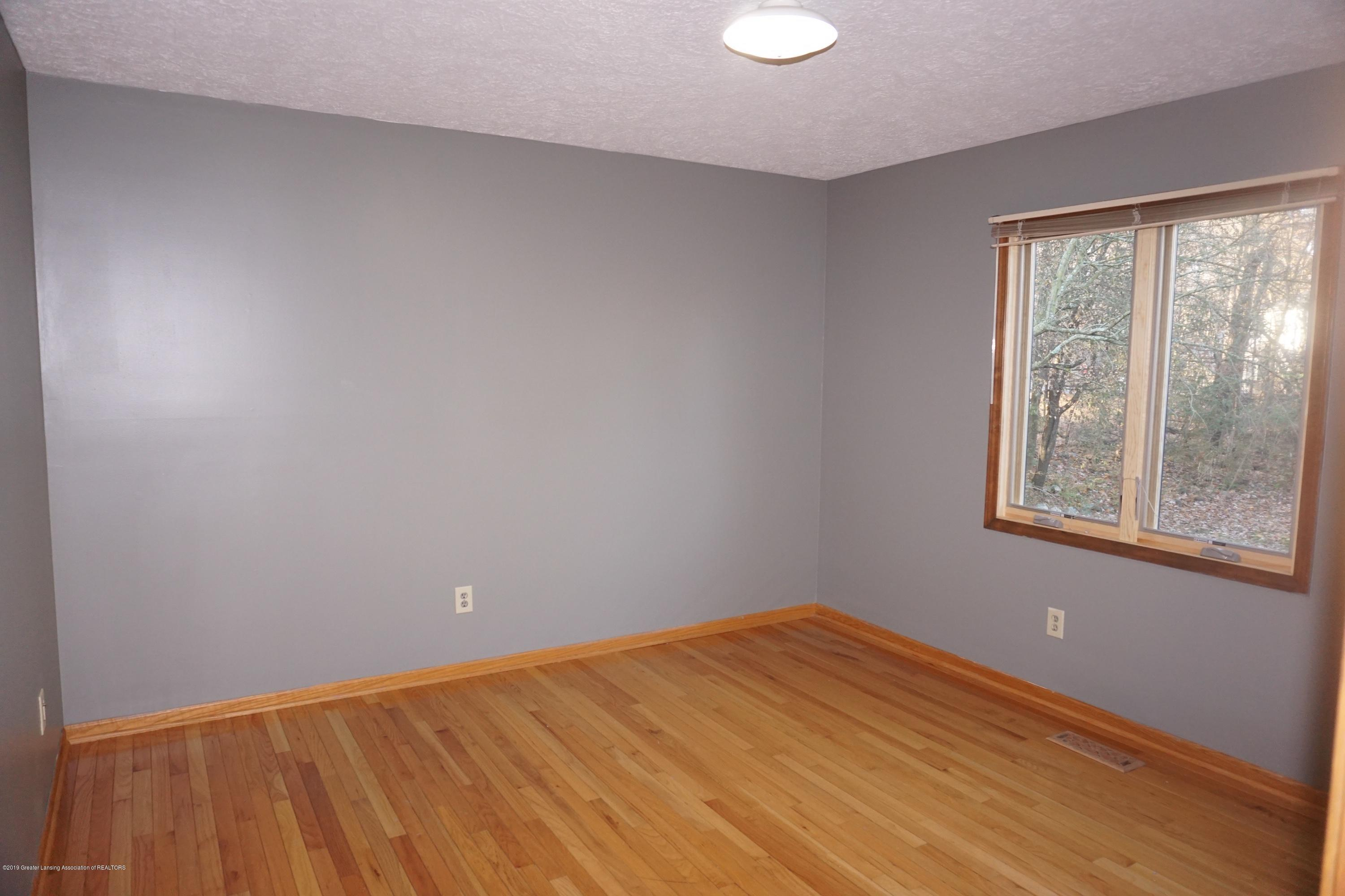 2597 Woodhill Dr - Bedroom 2 - 11