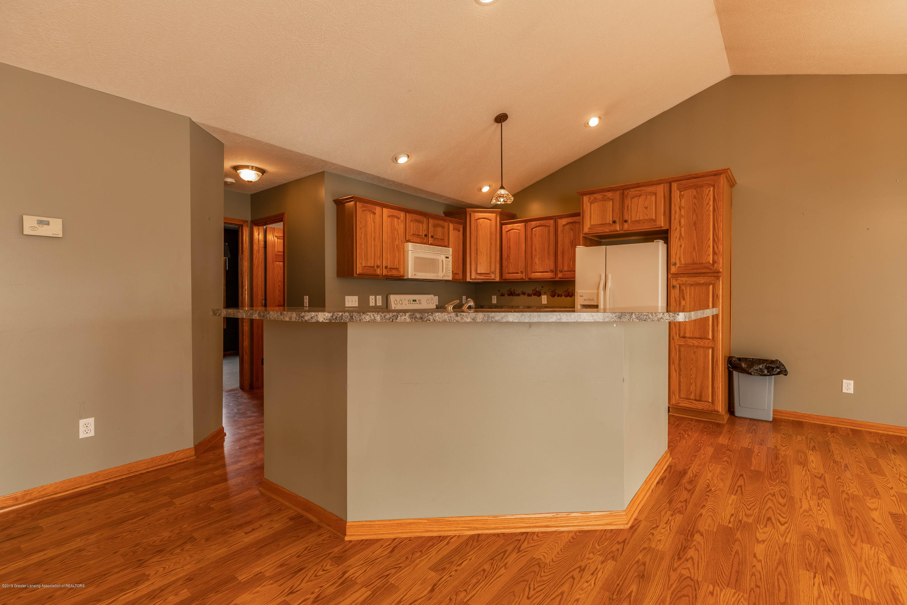 2021 Secretariat Ln - Kitchen - 8