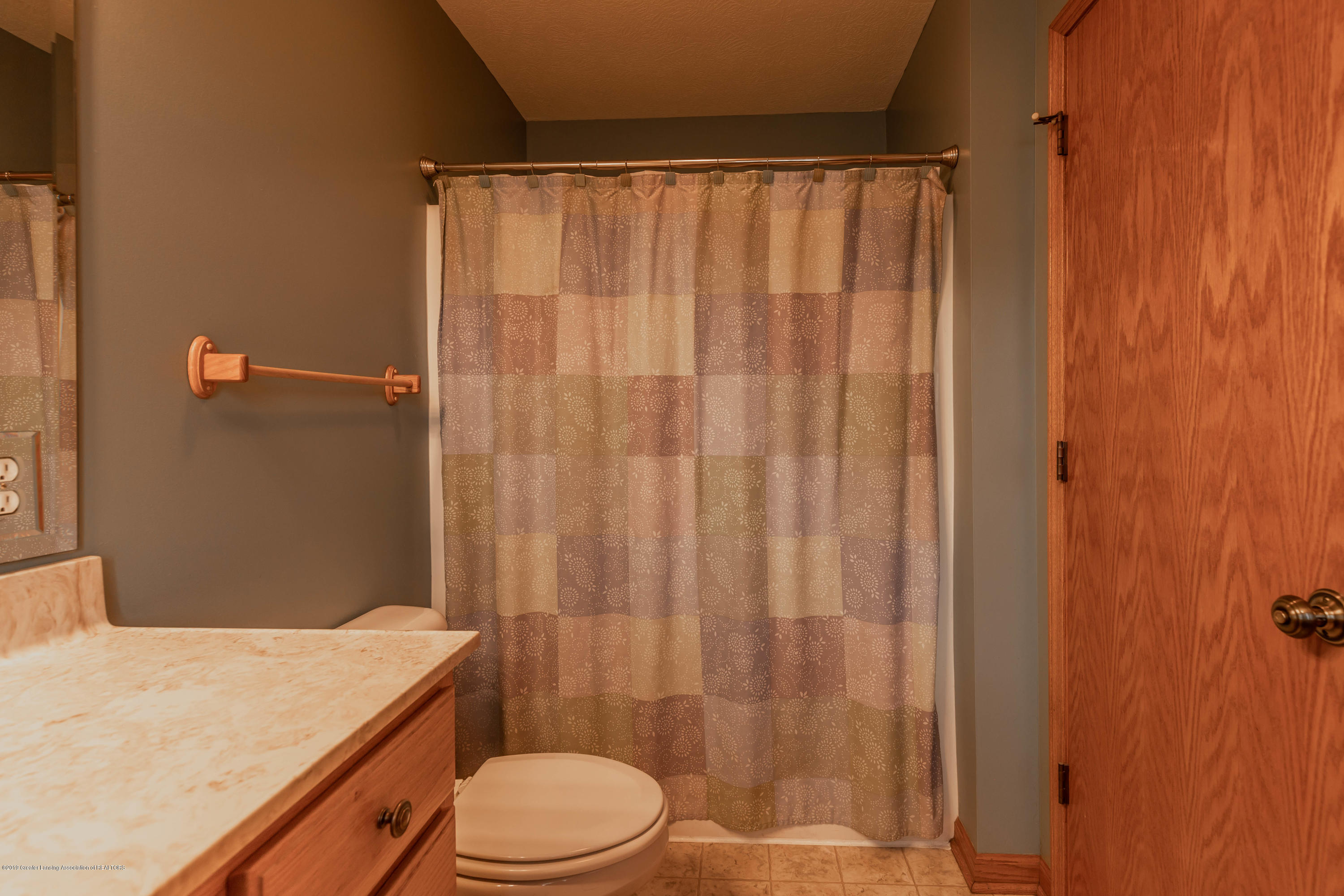 2021 Secretariat Ln - Master bathroom - 15