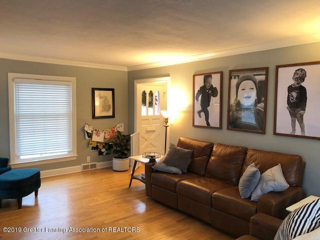 610 Glenhaven Ave - Living Room - 7