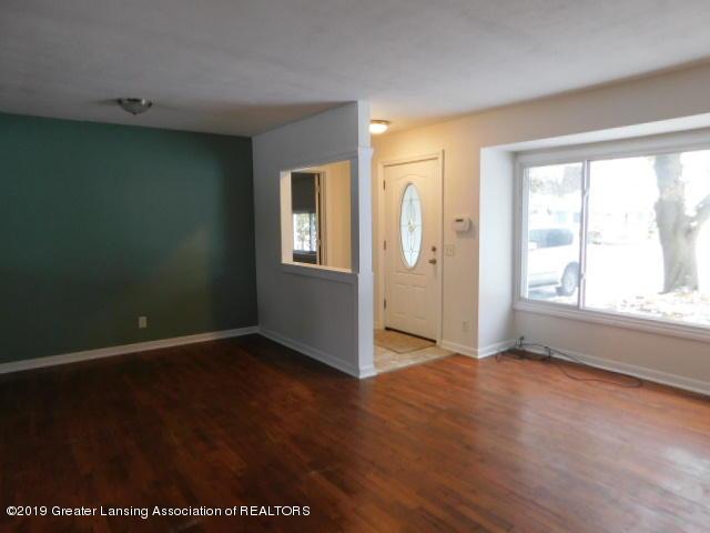 3012 Andrew Ave - living room - 3