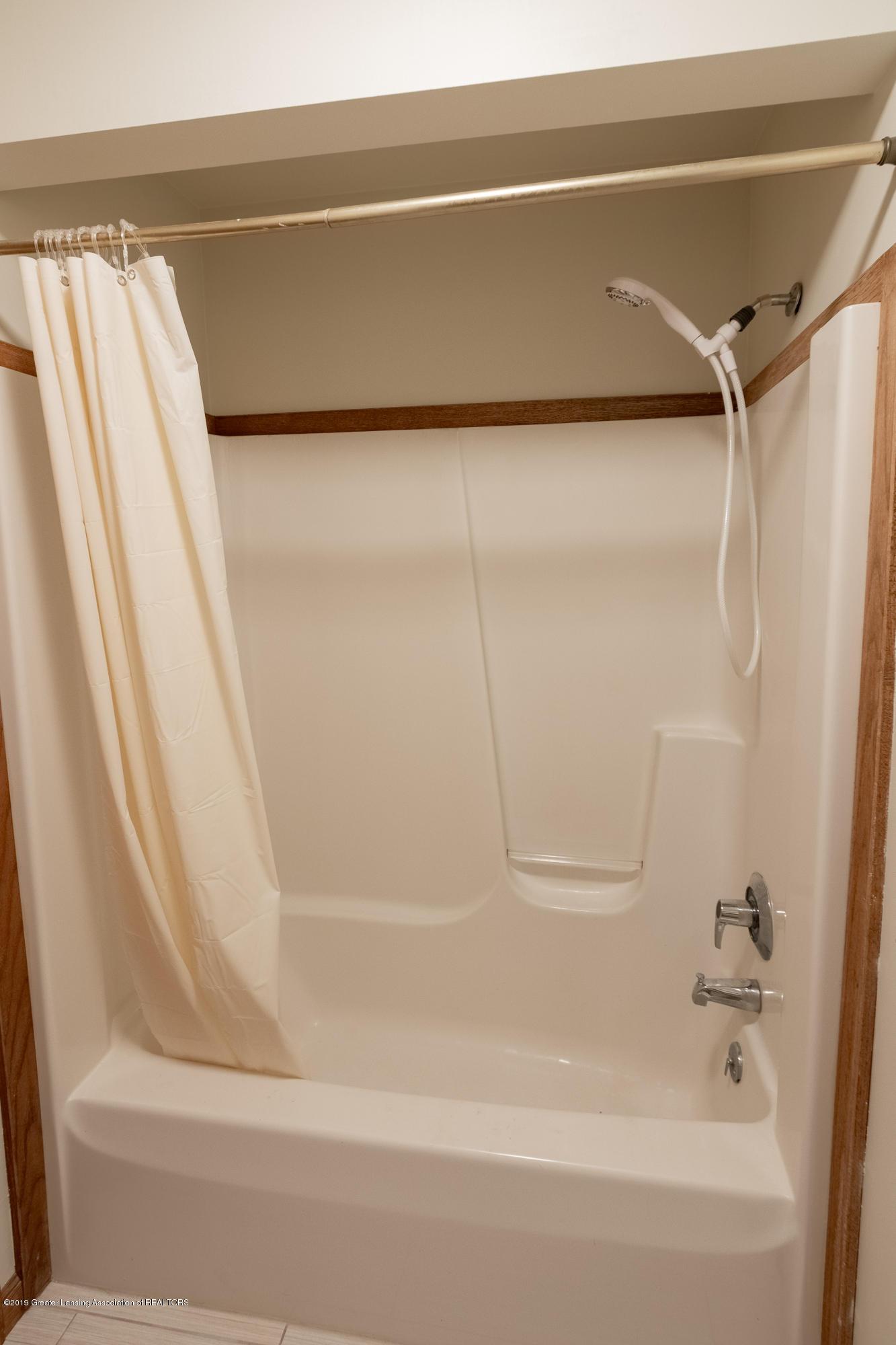1967 Birch Bluff Dr - Full Bathroom - 43