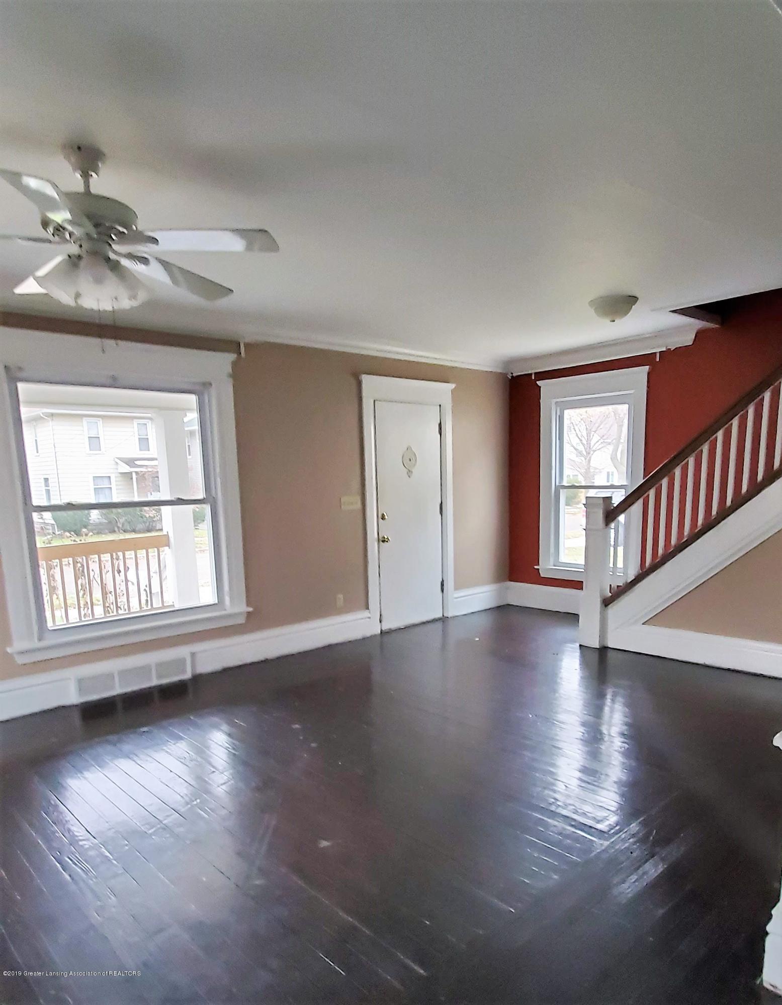 1325 Vine St - Living Room 1 - 3