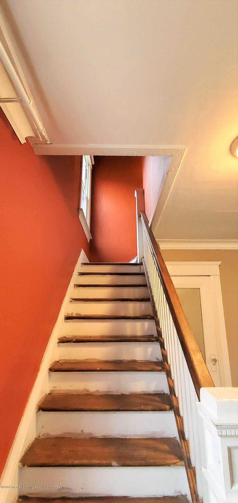1325 Vine St - Staircase - 7