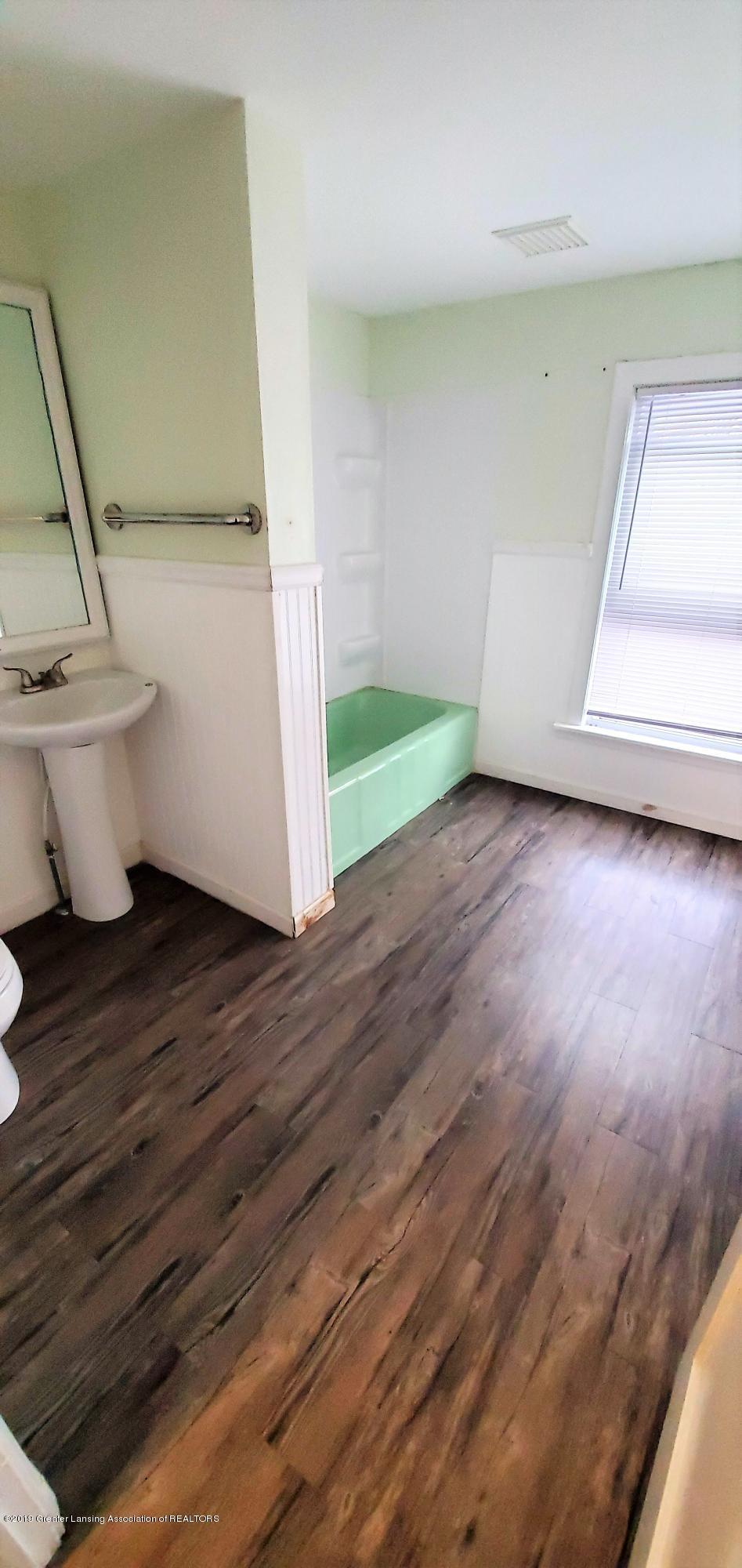 1325 Vine St - Bath Room 2 - 9