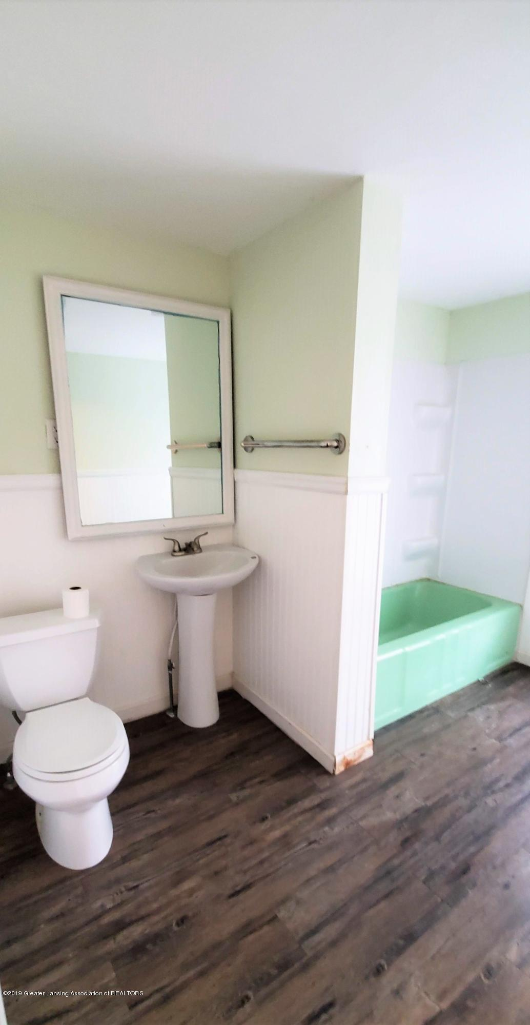 1325 Vine St - Bath Room 1 - 8