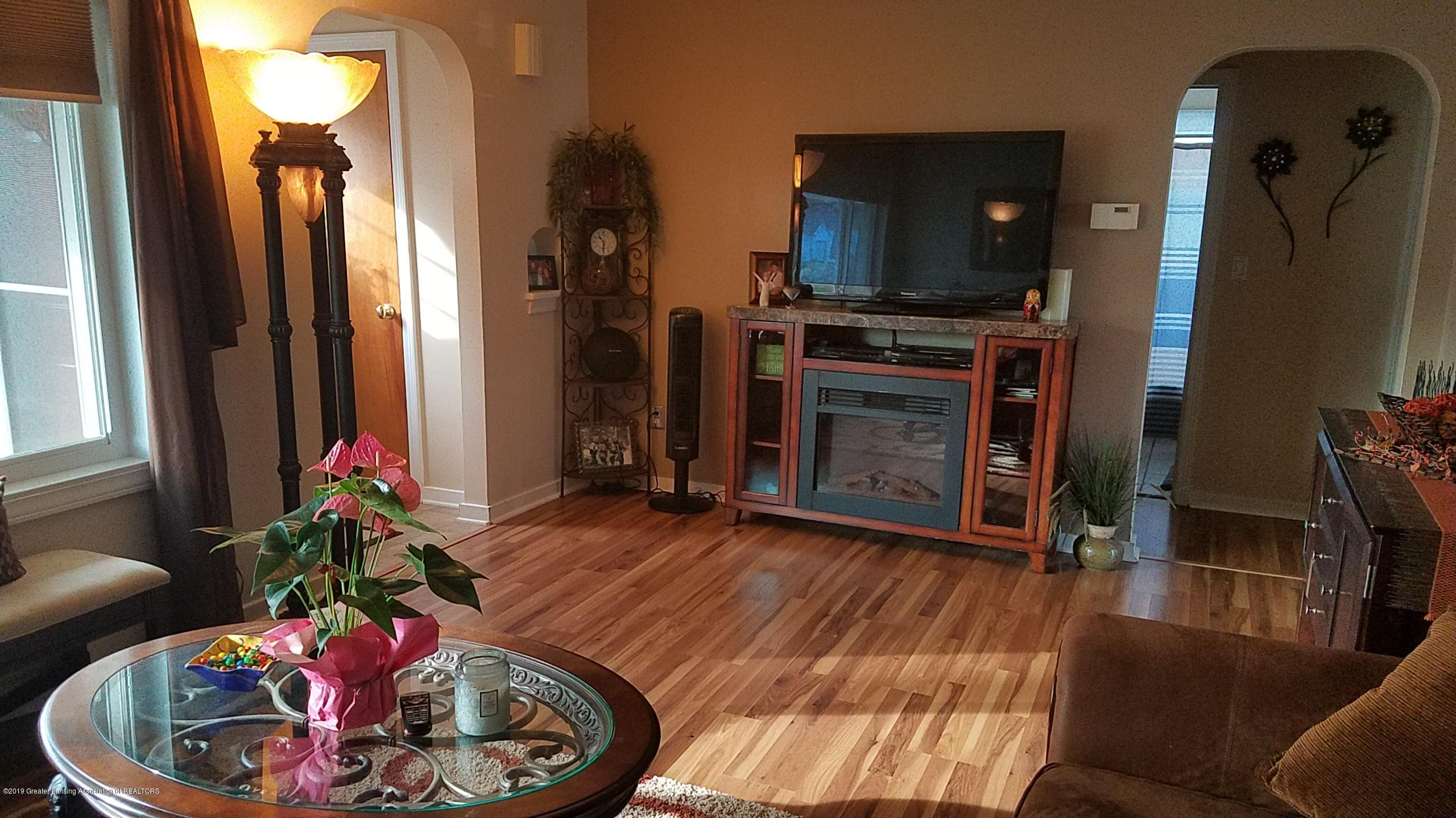 1406 W Rundle Ave - Livingroom - 3