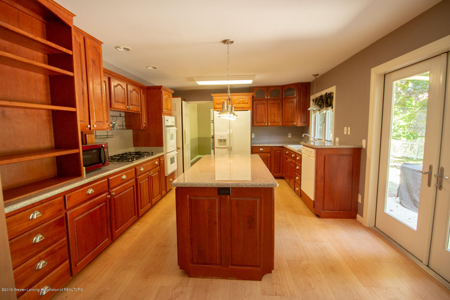740 Riverbend Dr - IMG_4091 - 8