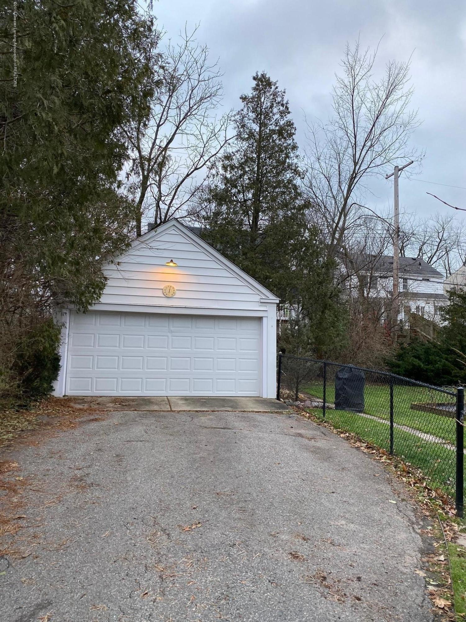 610 Glenhaven Ave - Garage - 32
