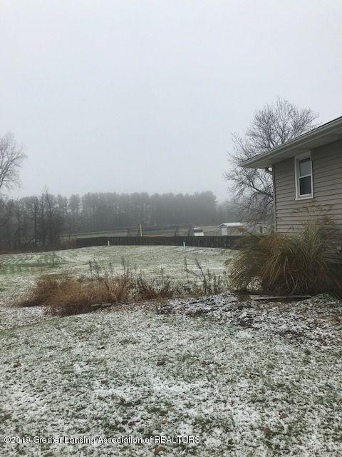 1050 W Lawrence Hwy - backyard12041LIST - 4