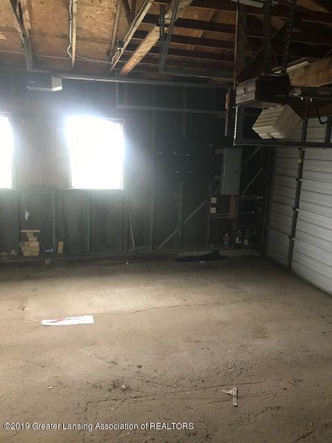 1050 W Lawrence Hwy - garage1204LIST - 7
