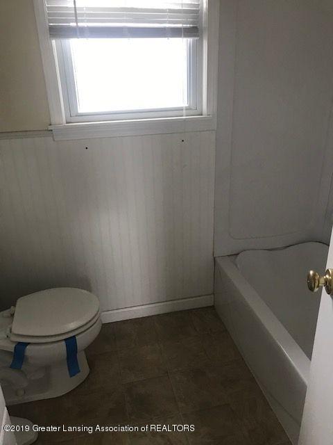 1050 W Lawrence Hwy - bath12041LIST - Copy - 10