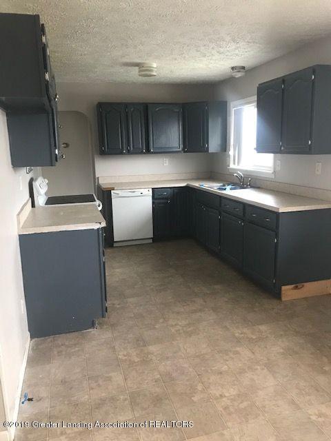 1050 W Lawrence Hwy - kitchen12042LIST - 25
