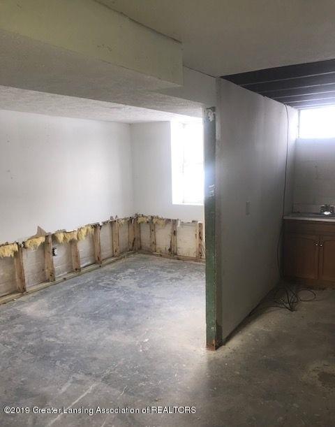 1050 W Lawrence Hwy - basement12043LIST - 30